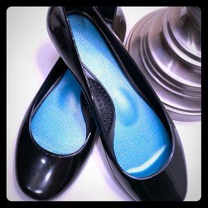 Essential black Oka b ballet flats
